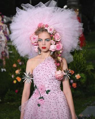 Фото №3 - Красная помада и бирюзовые тени— самый трендовый макияж осени 2021