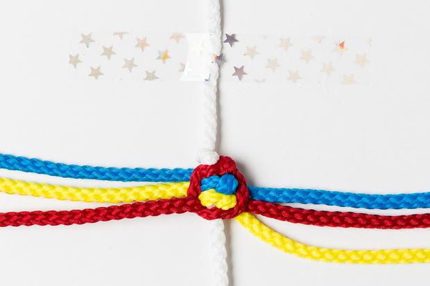 Фото №9 - Мастер-класс: Плетем фенечки