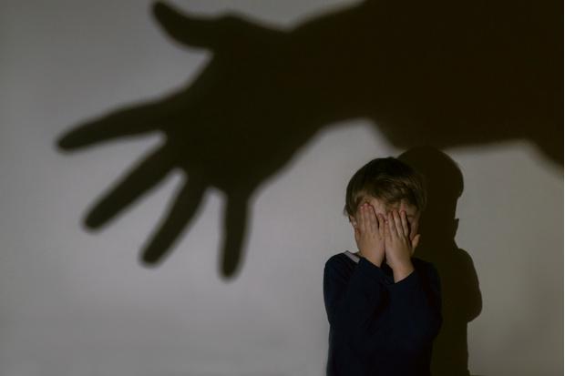 Фото №1 - Бьет— значит, любит: почему женщины разрешают мужчинам обижать своих детей