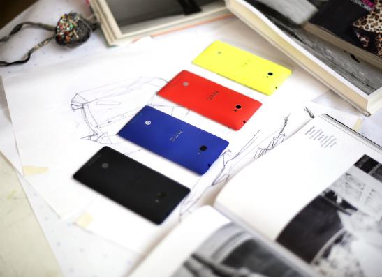 Фото №1 - HTC представил первый фирменный смартфон