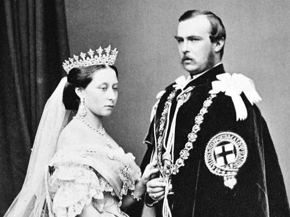 Фото №1 - Призрачная тиара Гессенов: пугающая история одного из самых красивых королевских украшений