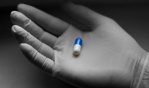 Фото №1 - «У нас нет пациентов на ИВЛ». Врачи Киришской больницы снижают тяжесть пневмонии «древним» препаратом