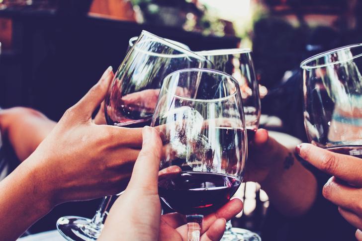 Фото №1 - Почему у красного вина так много почитателей?