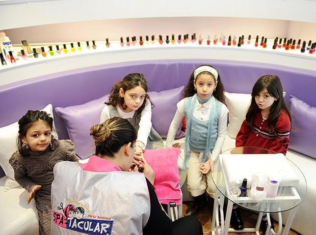 Фото №7 - Культ красоты: почему все девочки-подростки в Ливане делают ринопластику