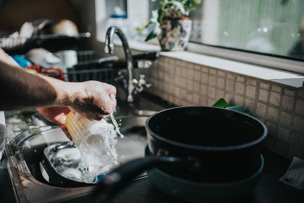 Фото №1 - Как устранить неприятный запах из трубы в раковине и ванне