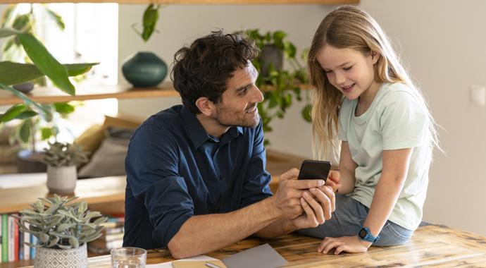 Не отбирать и не запрещать: как сделать телефон ребенка источником знаний?