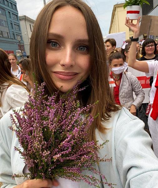 Фото №9 - Самый красивый протест в мире: истории белорусских женщин, восставших против ОМОНа