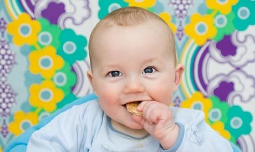Фото №1 - Почему нельзя «подкупать» конфетами детей