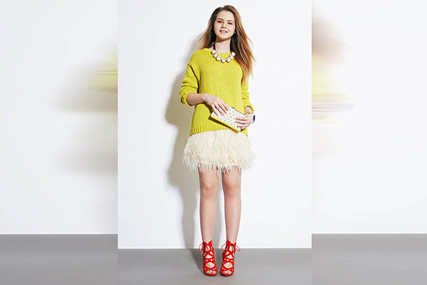 Фото №2 - 5 способов носить юбку из перьев