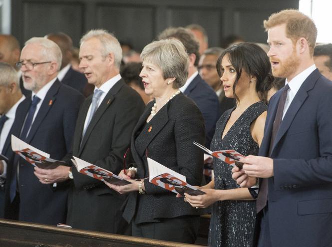 Фото №9 - Отвлекающий маневр: Меган Маркл и принц Гарри снова в центре внимания