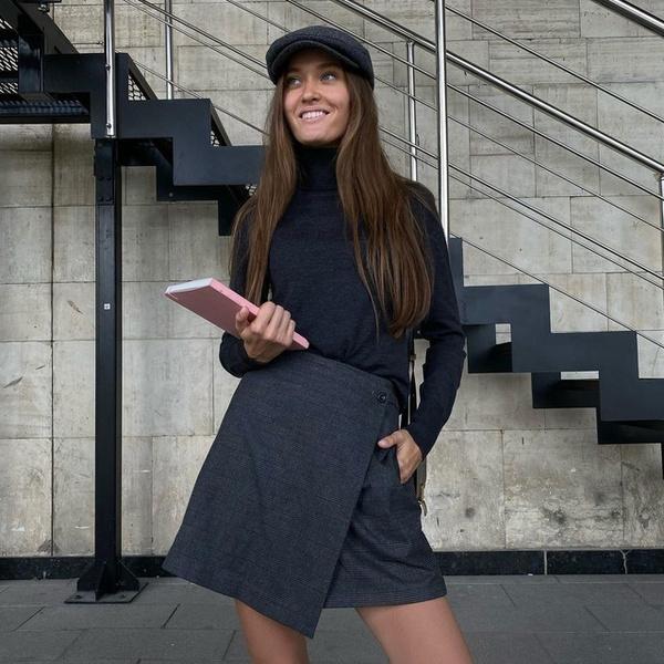 Фото №1 - Что купить к школе? Модную асимметричную юбку как у Полли Зиновьевой!