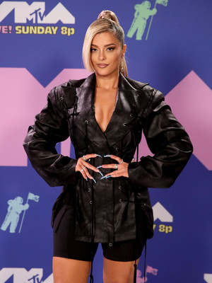 Фото №28 - MTV Video Music Awards 2020: лучшие и худшие наряды звезд на красной дорожке