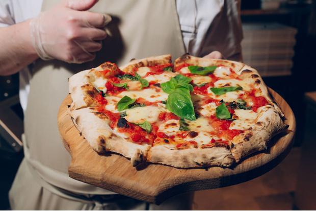 Фото №4 - 2 рецепта итальянской пиццы: для лентяек и кулинарных гениев