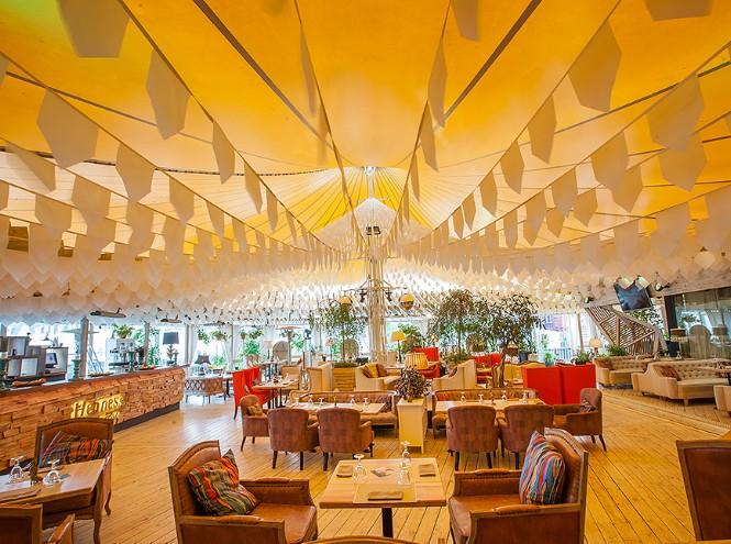 Фото №1 - Ресторан Shakti Terrace открывает летнюю веранду