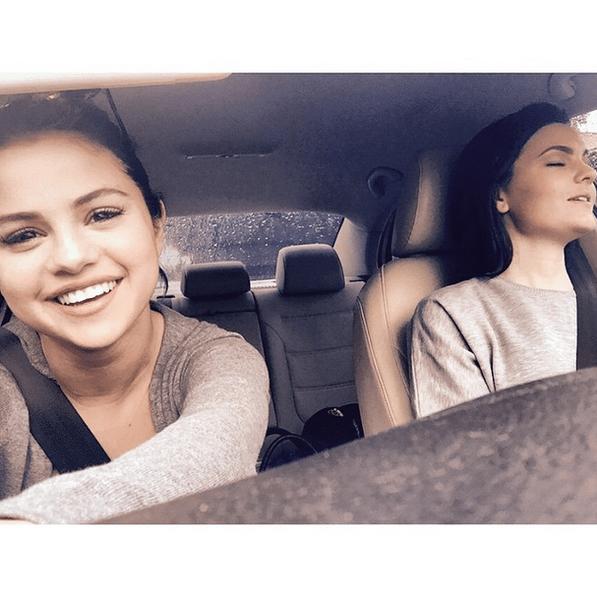 Фото №30 - Звездный Instagram: Селфи в машине