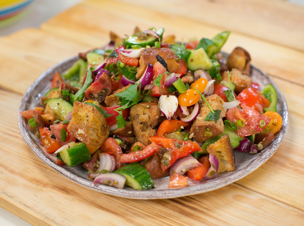 Фото №4 - Не «оливье» единым: три новых новогодних салата