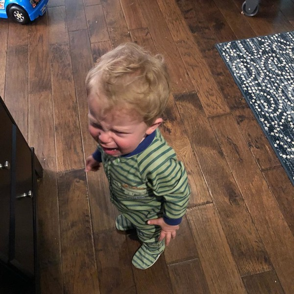 Почему ребенок плачет - фото