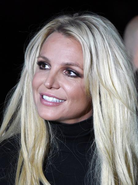 Не повторять: как Бритни Спирс выглядит вообще без бровей