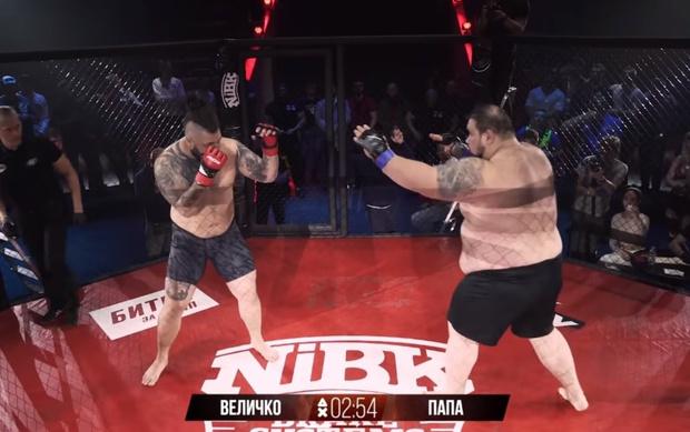 Фото №1 - 212-килограммовый российский боец по прозвищу «Папа» победил в своем первом бою MMA за 20 секунд (видео)