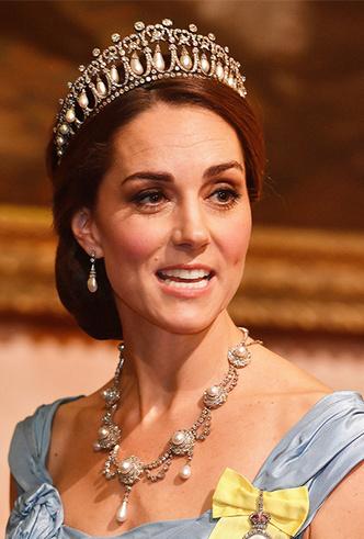 Фото №9 - Парад тиар в Букингемском дворце (и самая большая – у королевы Максимы)