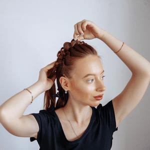 Фото №5 - Быстрая прическа для длинных волос: стильная коса за несколько минут с продуктами Taft
