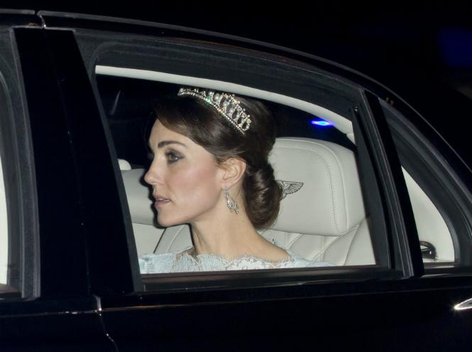 Фото №1 - Кейт Миддлтон впервые появилась в тиаре принцессы Дианы