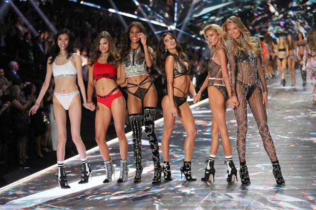 Фото №1 - Горячий состав: 16 главных ангелов Victoria`s Secret в этом году
