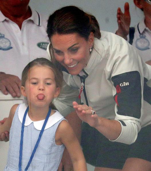 Фото №5 - Дочери принца Уильяма и Кейт Миддлтон сменили фамилию