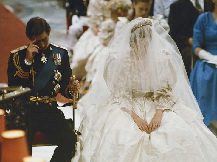 Фото №5 - Почему дизайнер свадебного платья Дианы была в ужасе от своего творения