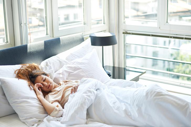 Фото №1 - Эксперты объяснили, почему на новом месте плохо спится