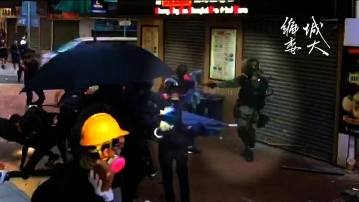 Фото №1 - В Гонконге во время протестов подстрелили 18-летнего студента