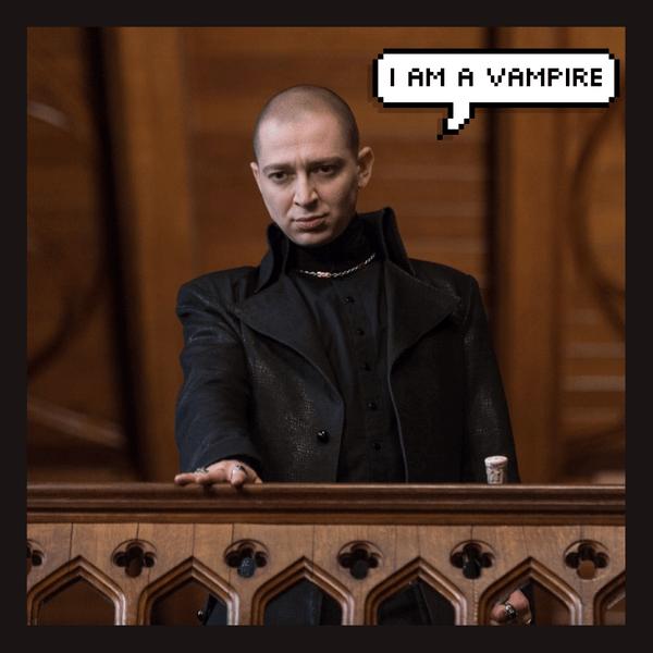 Фото №1 - Русский Деймон: Oxxxymiron сыграл секси злодея-вампира в новом фильме! Ты должна это увидеть 😍