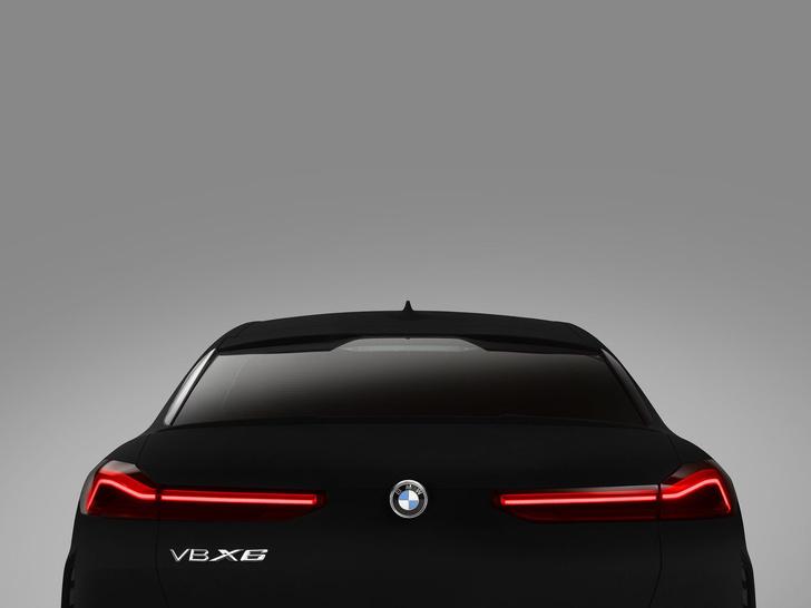 Фото №1 - BMW сделала самый черный автомобиль