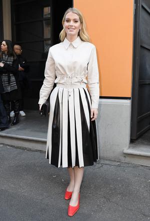 Фото №8 - Вечная классика: как королевские особы носят плиссированные юбки
