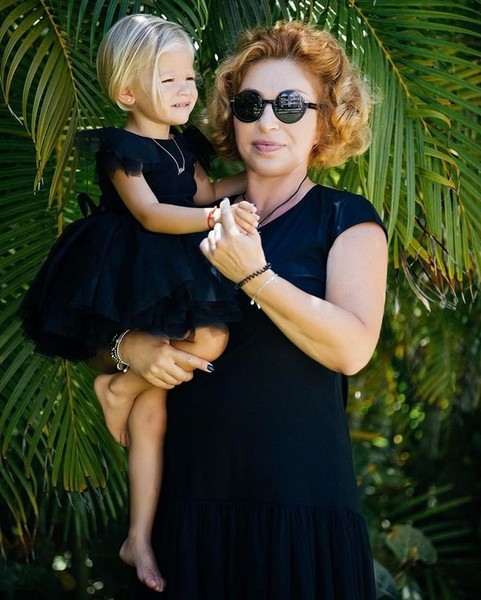 Фото №1 - Симона Юнусова призналась, что с внучкой Алисой ее связывают более близкие отношения, чем с внуком Ратмиром
