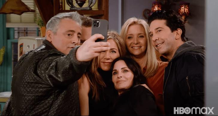 Фото №1 - «Одна незабываемая ночь»: HBO показала трейлер спецвыпуска «Друзей» (видео)