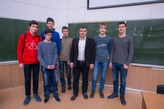 Фото №1 - Российские школьники победили на международной естественно-научной олимпиаде