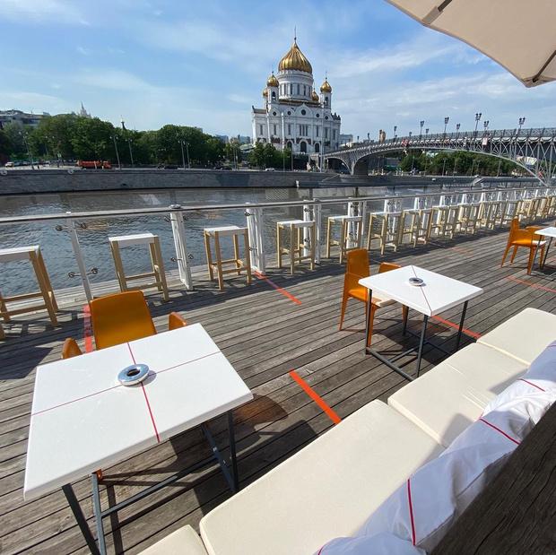 Фото №46 - 10 летних веранд в Москве, куда (пока еще) можно пойти без QR-кода