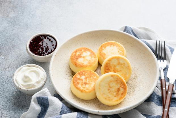 Фото №1 - Сырники в духовке: низкокалорийные рецепты