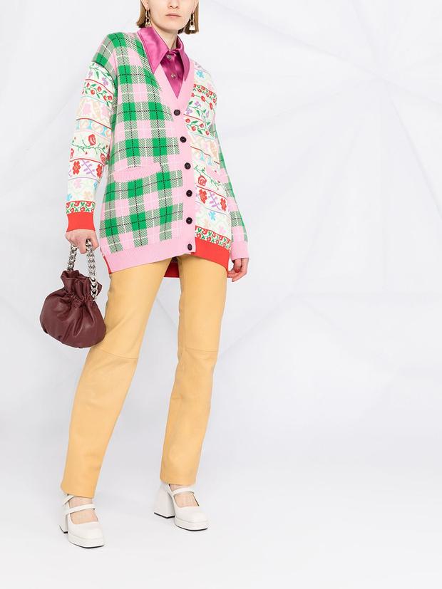 Фото №6 - Кардиган в клетку— главный бестселлер вашего гардероба. 5 классных вариантов на каждый день, как у Сьюки Уотерхаус
