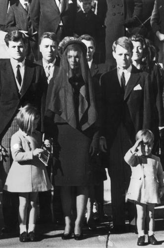 Фото №12 - Натали Портман и еще 9 актрис, сыгравших Жаклин Кеннеди в кино