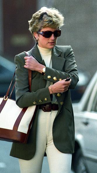 Фото №9 - Королевский кэжуал: как Диана носила объемные пиджаки