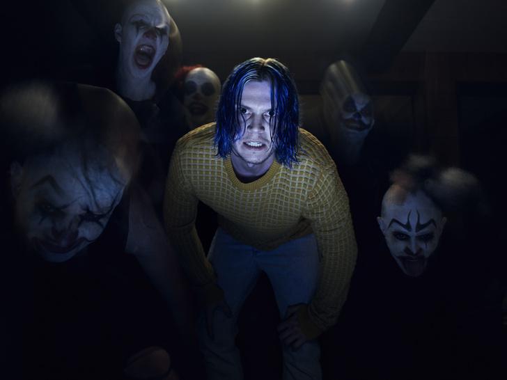 Эван Питерс в «Культе». Как и актриса Сара Полсон, Эван играет во всех эпизодах «Американской истории ужасов» различных персонажей. Лишь в девятом сезоне они оба отсутствуют.