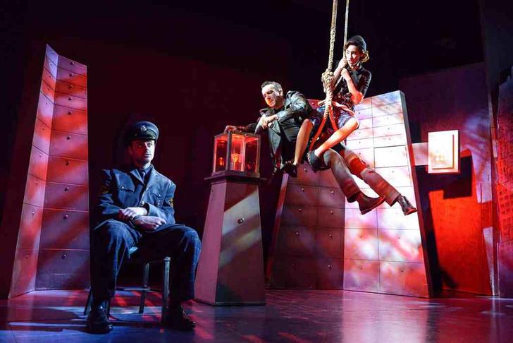 Фото №1 - «Комедия о том, КАК БАНК ГРАБИЛИ»: на главной мюзикловой площадке России снова запоют