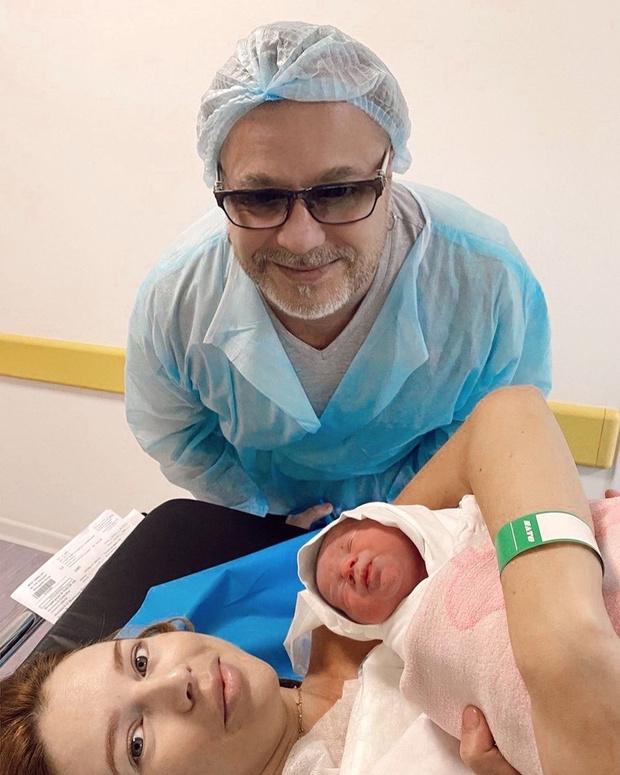 Фото №1 - Наталья Подольская родила второго сына и показала малыша