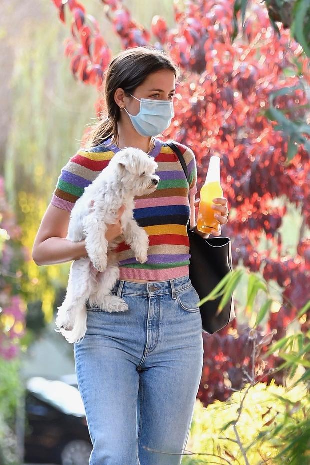 Фото №2 - Джемпер с коротким рукавом + джинсы, которые идеально подчеркивают талию: новый урок стиля от Аны де Армас