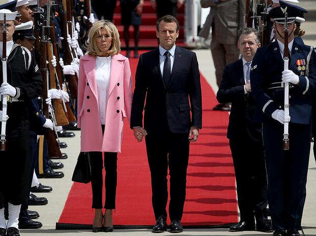 Фото №5 - Почему жены влиятельных мужчин (включая Меган и Меланию) выбирают один цвет в одежде