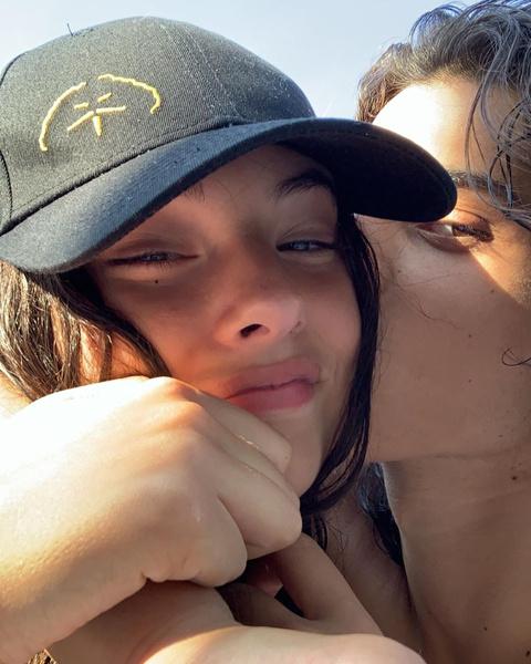 Фото №2 - 15-летняя дочь Беллуччи и Касселя перестала скрывать своего бойфренда