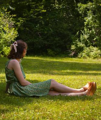Фото №35 - Самый безмятежный тренд лета: как одеться в стиле коттеджкор