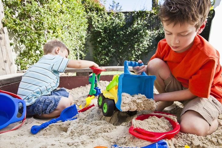 Фото №3 - Конфликты на детской площадке: вмешиваться или нет